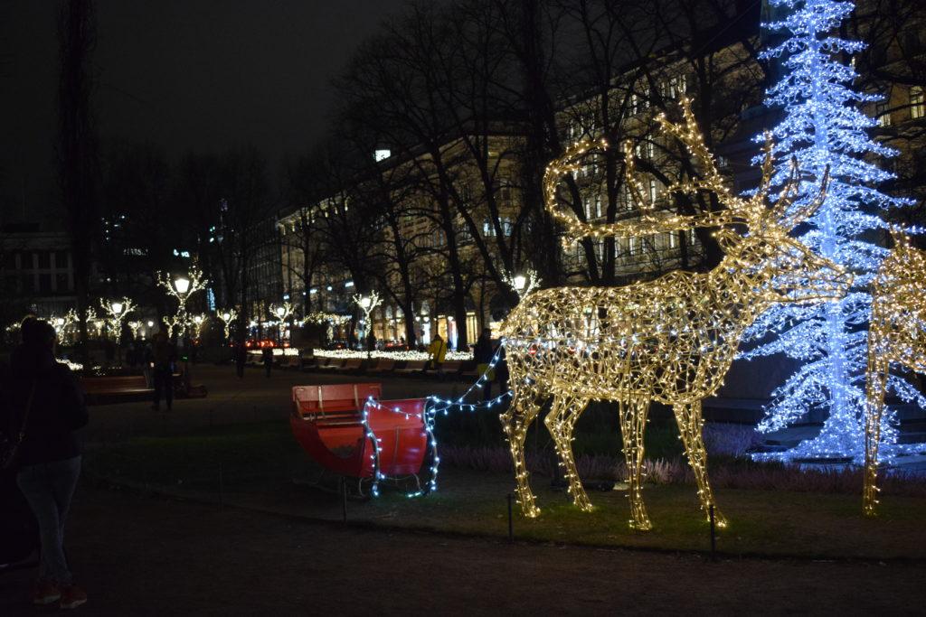 Runebergin patsaan jouluvalaistus